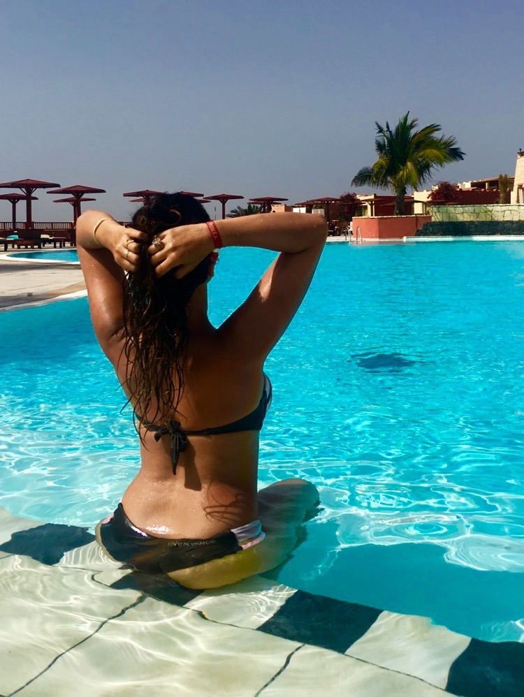 frenchgirl-piscine-boavista